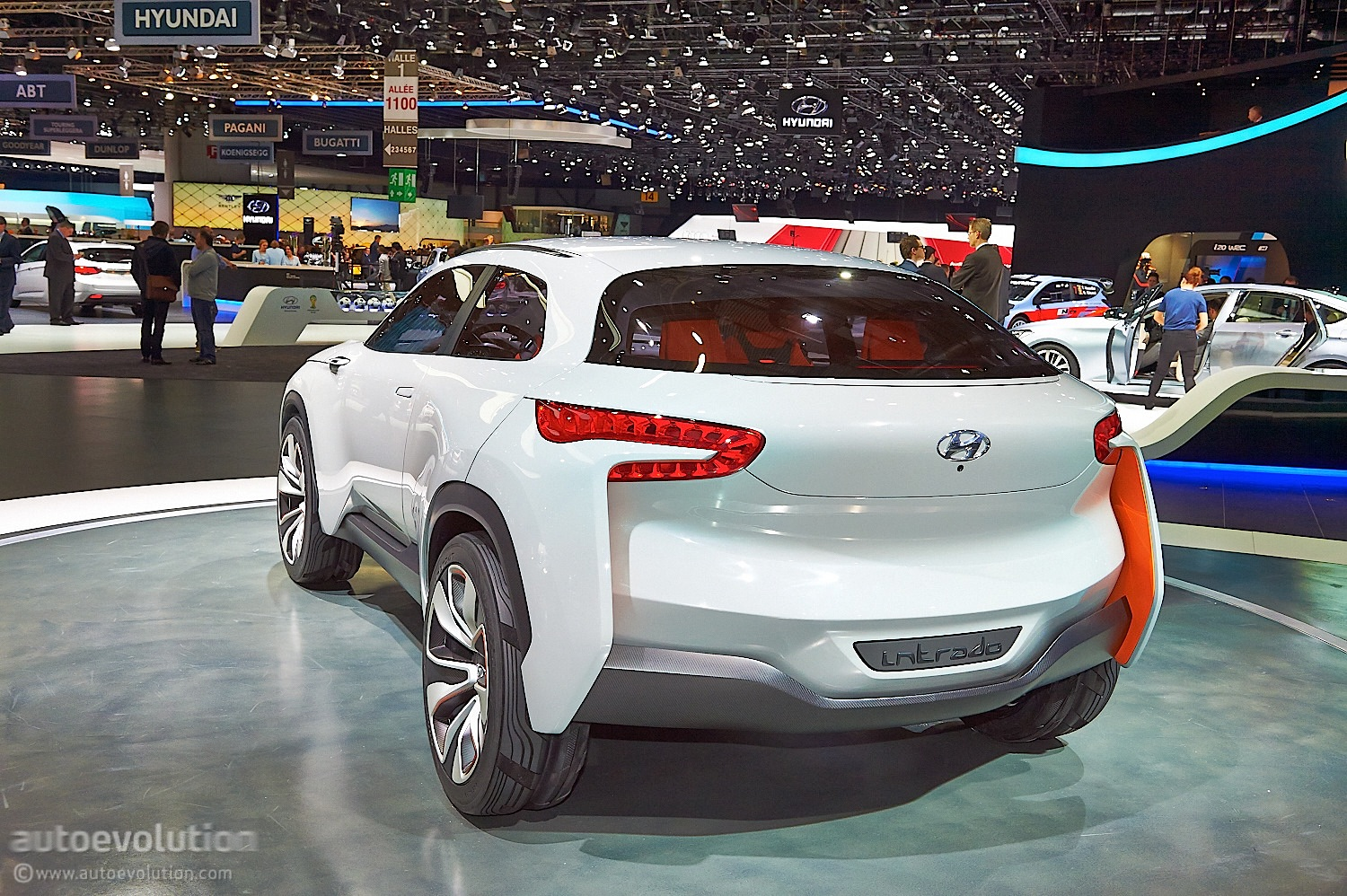 German Designed Hyundai Intrado Concept Hints At Future Crossover Suv Live Photos on 2017 Hyundai Elantra