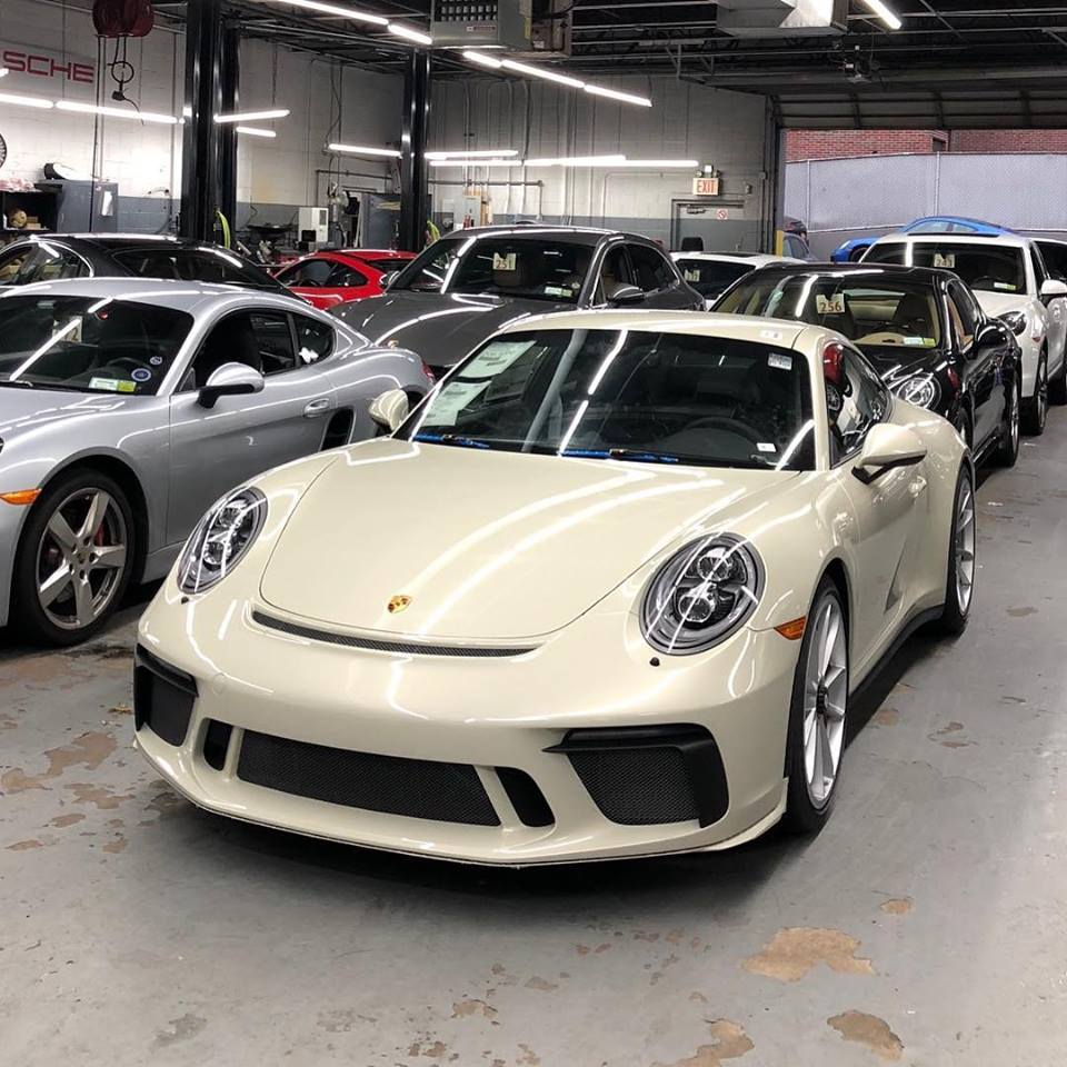 Porsche 911 Gt3: Olive Green 2018 Porsche 911 GT3 Touring Package Begs For