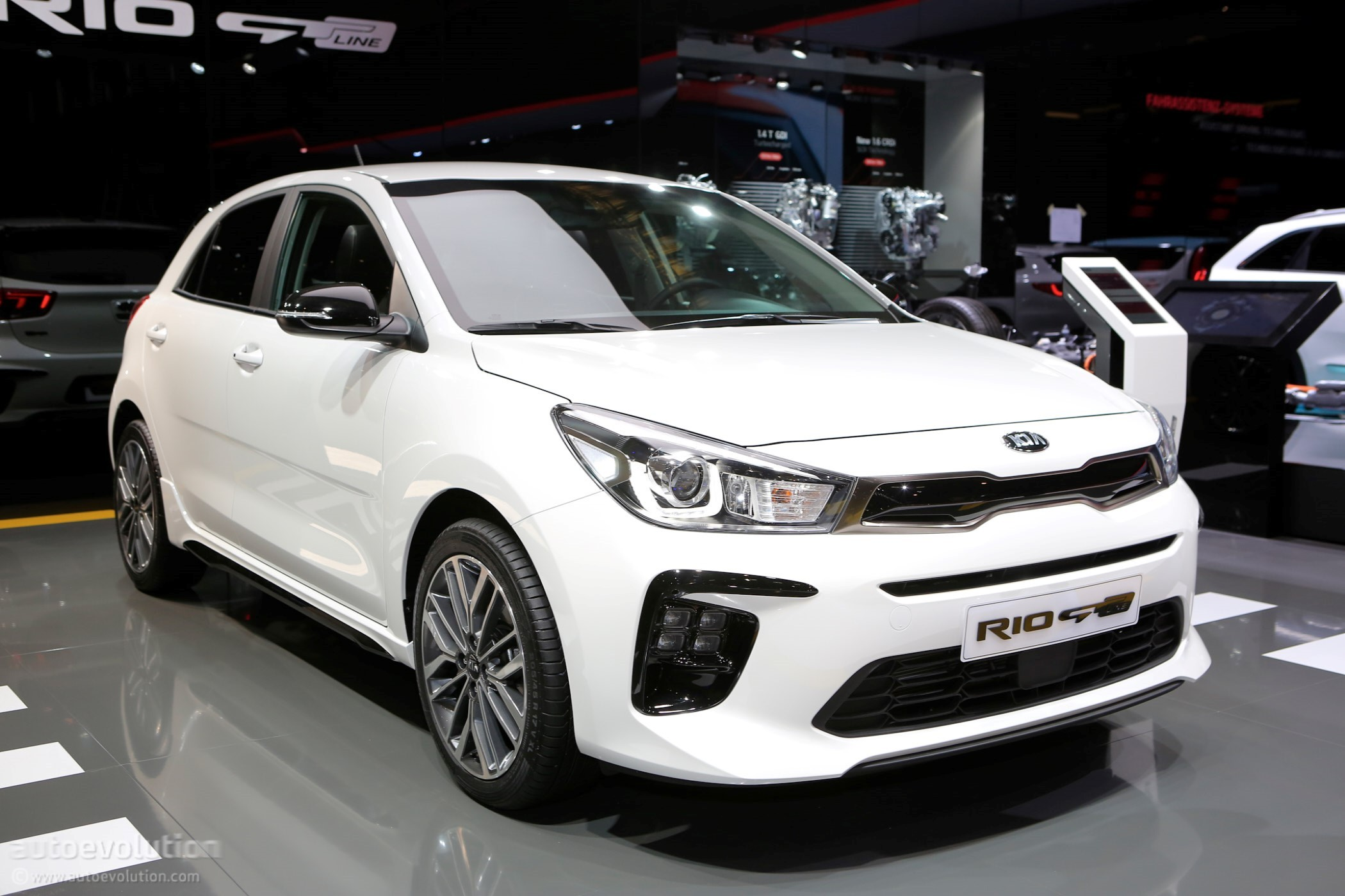 gims2018 live kia shows off the optima sw facelift and