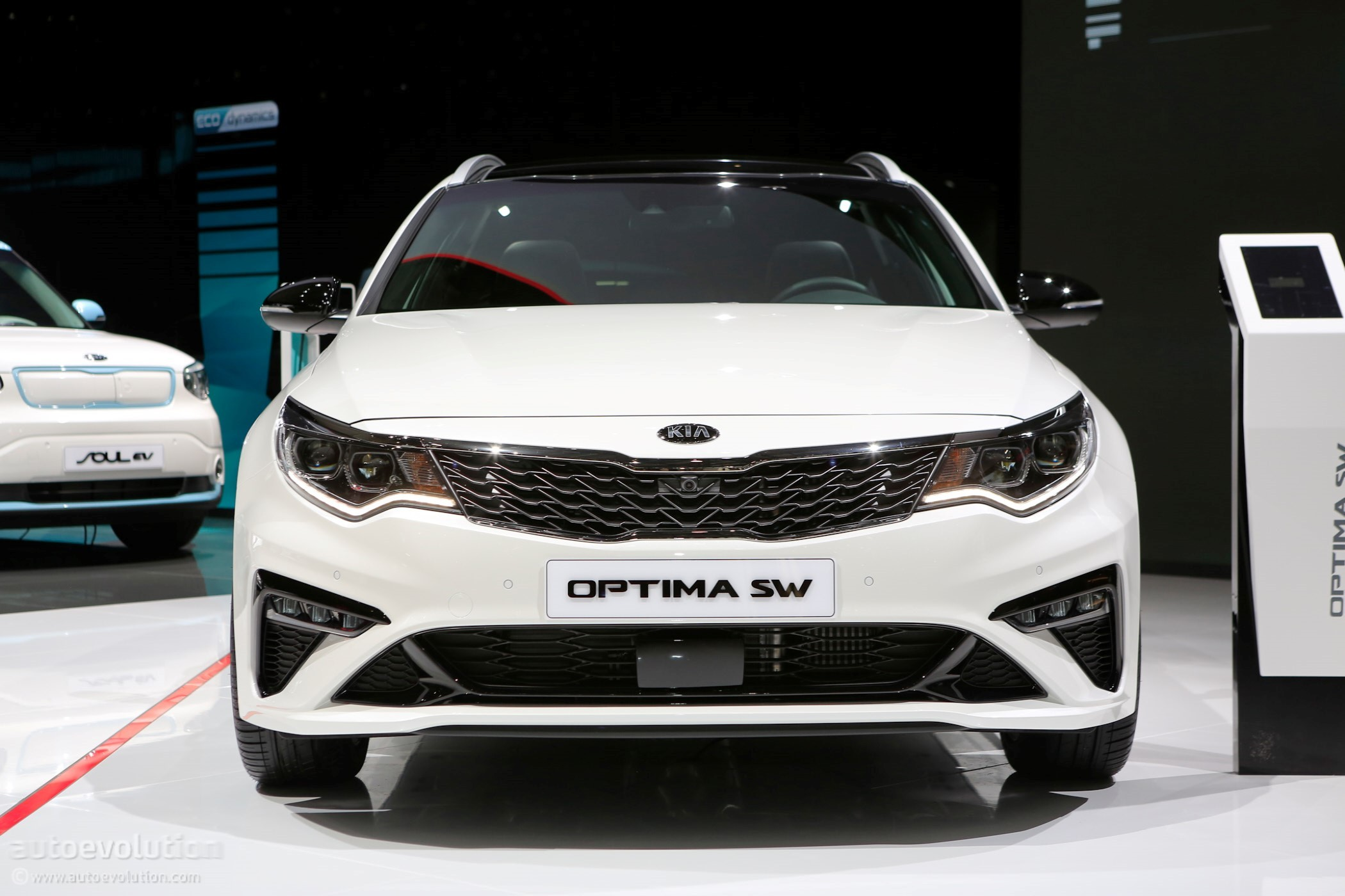 #GIMS2018 Live: Kia Shows Off The Optima SW Facelift And ...