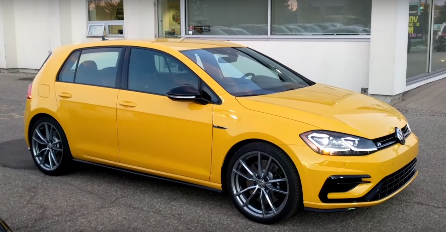 ginster yellow 2018 vw golf r is a thing of retro beauty autoevolution. Black Bedroom Furniture Sets. Home Design Ideas