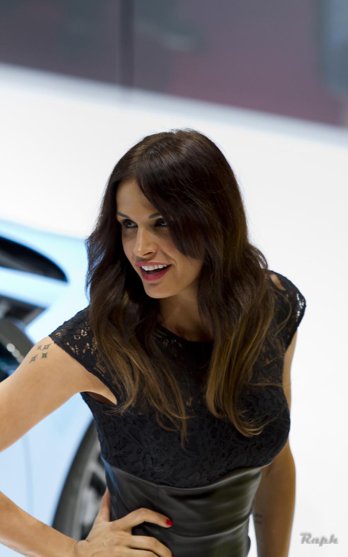 Girls at Paris Motor Show 2012 - autoevolution