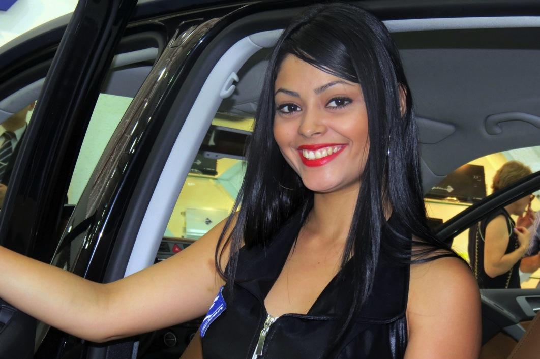 girls sao paulo motor show autoevolution
