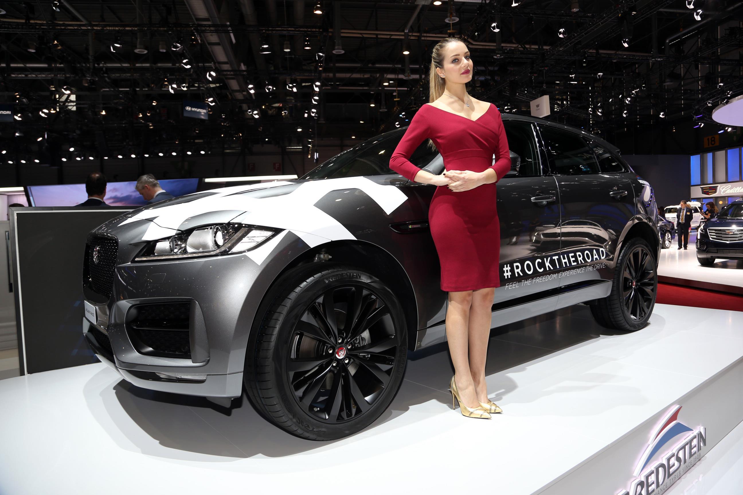 Girls at the 2017 geneva motor show autoevolution - Geneva car show ...