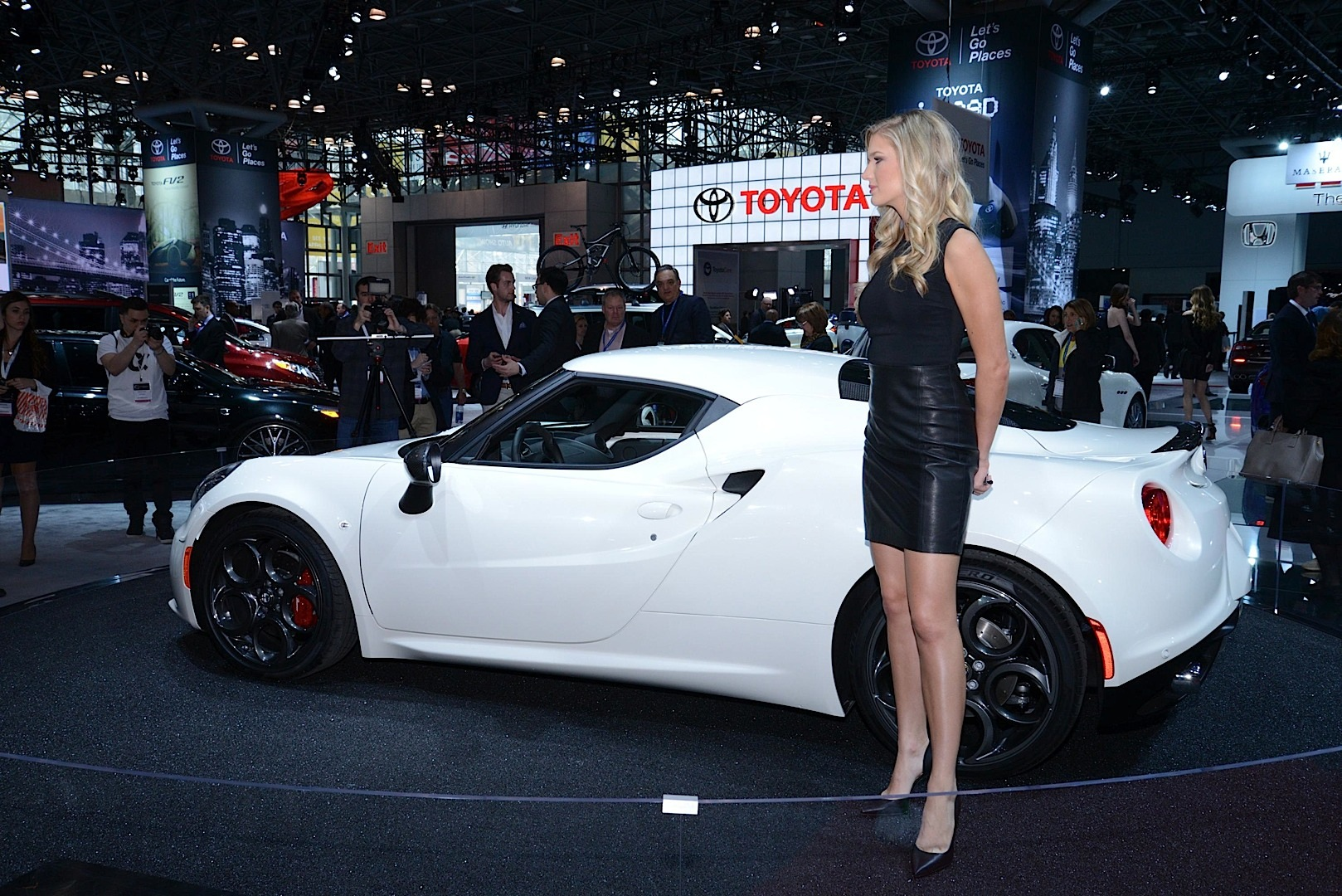 Car Shows In Ny - Hot Girls Of The  New York Auto Show Live Photos