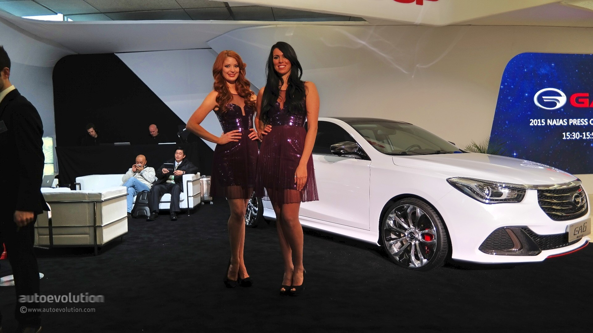 girls of the 2015 detroit auto show
