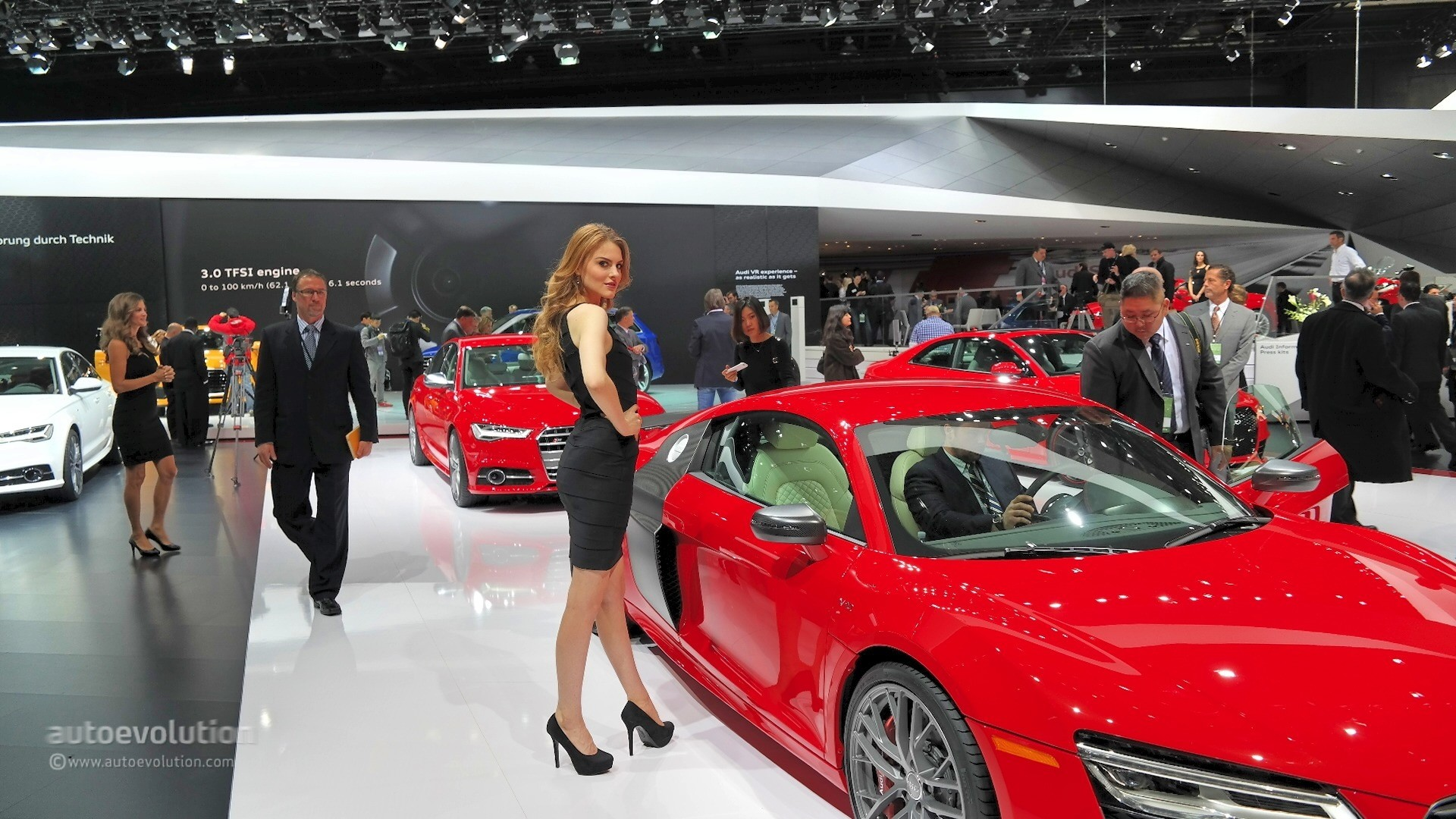 Hot Girls Of The 2015 Detroit Auto Show Autoevolution