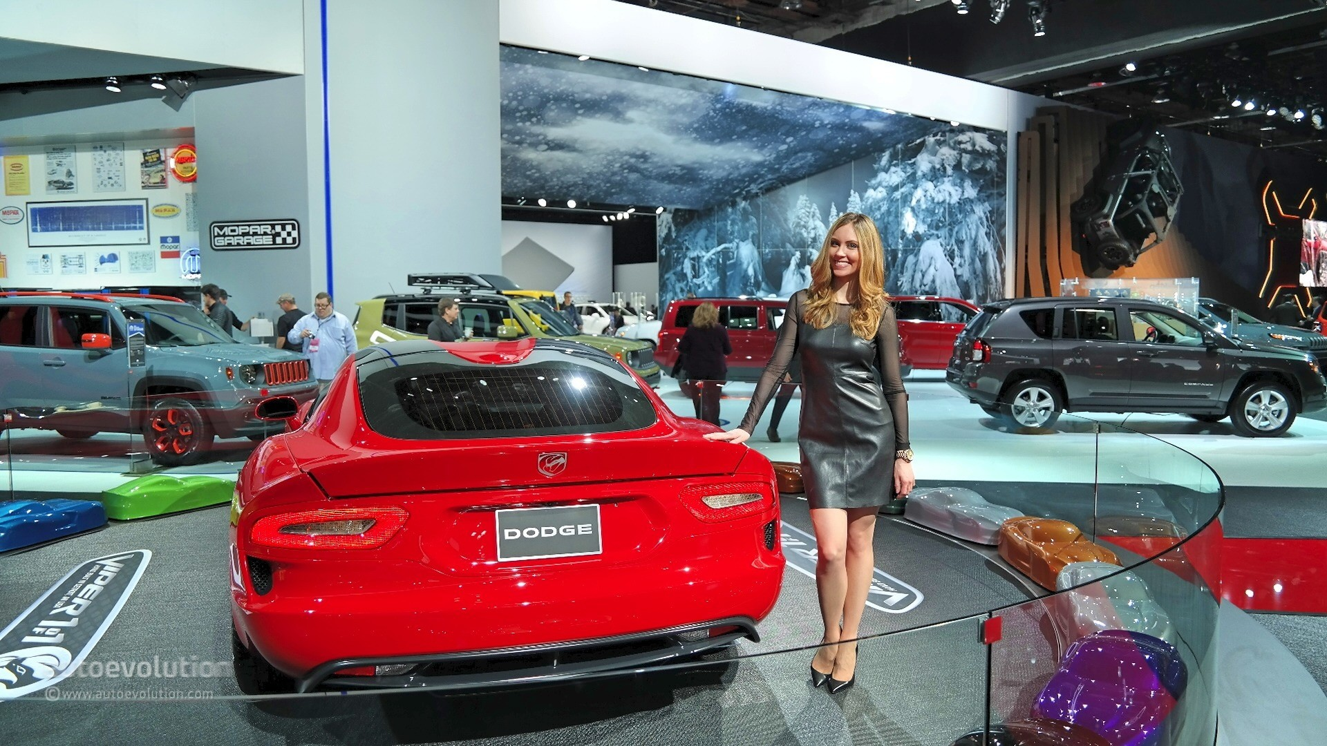 Hot girls of the 2015 detroit auto show autoevolution - Auto motor show ...