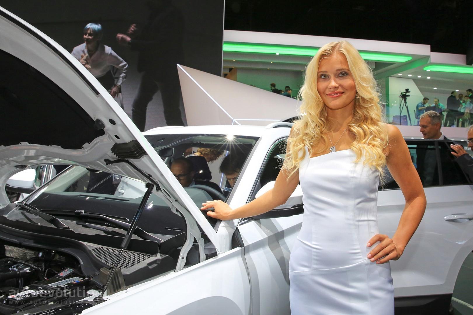 girls of the 2016 paris motor show autoevolution