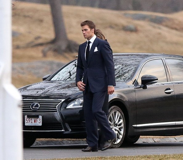 2015 Lexus Gs >> Gisele Bunchen and Tom Brady Enjoy Date Night, Drive Lexus LS - autoevolution