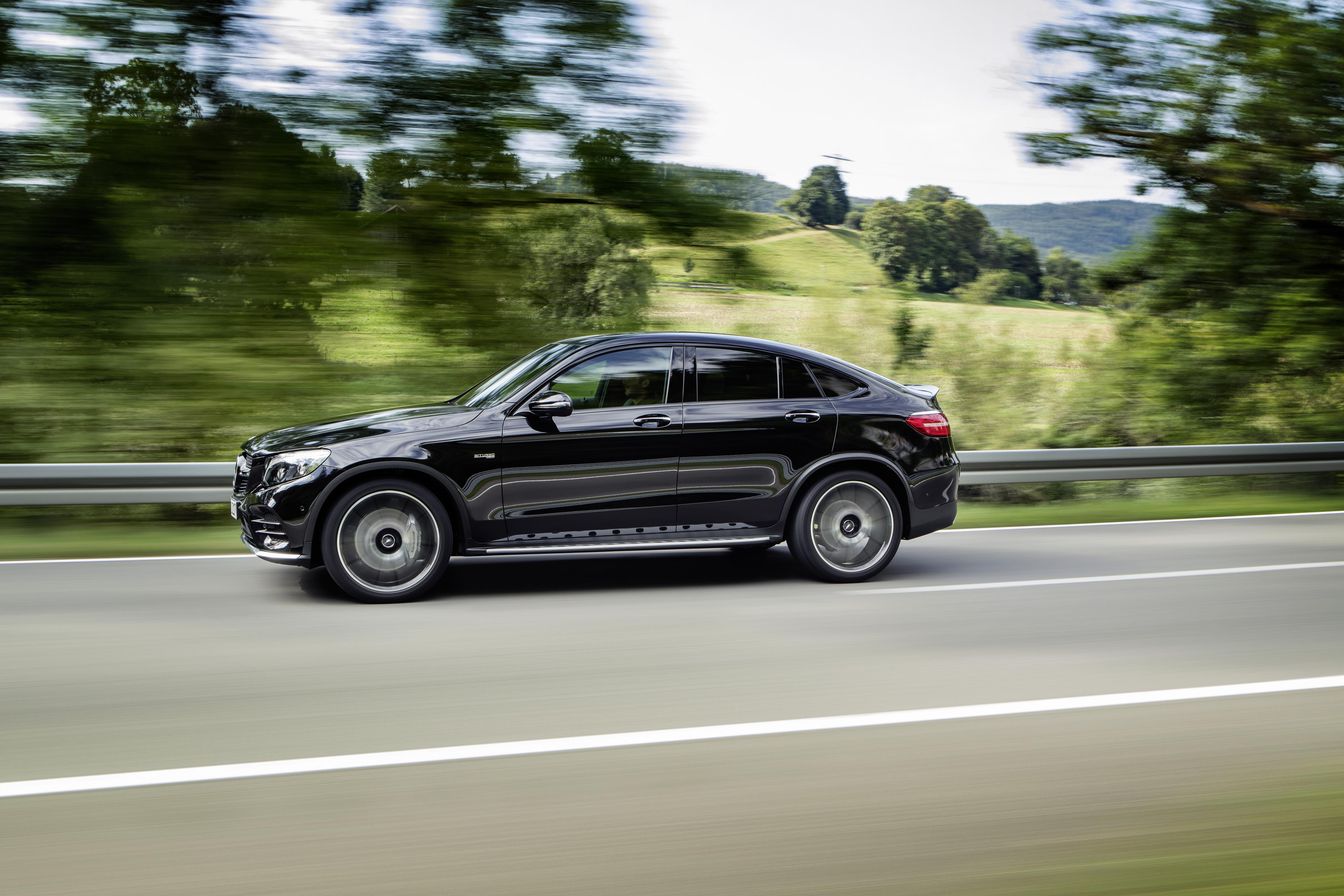 2017 mercedes amg glc 43 4matic coupe is close to being a real amg but no cigar autoevolution. Black Bedroom Furniture Sets. Home Design Ideas