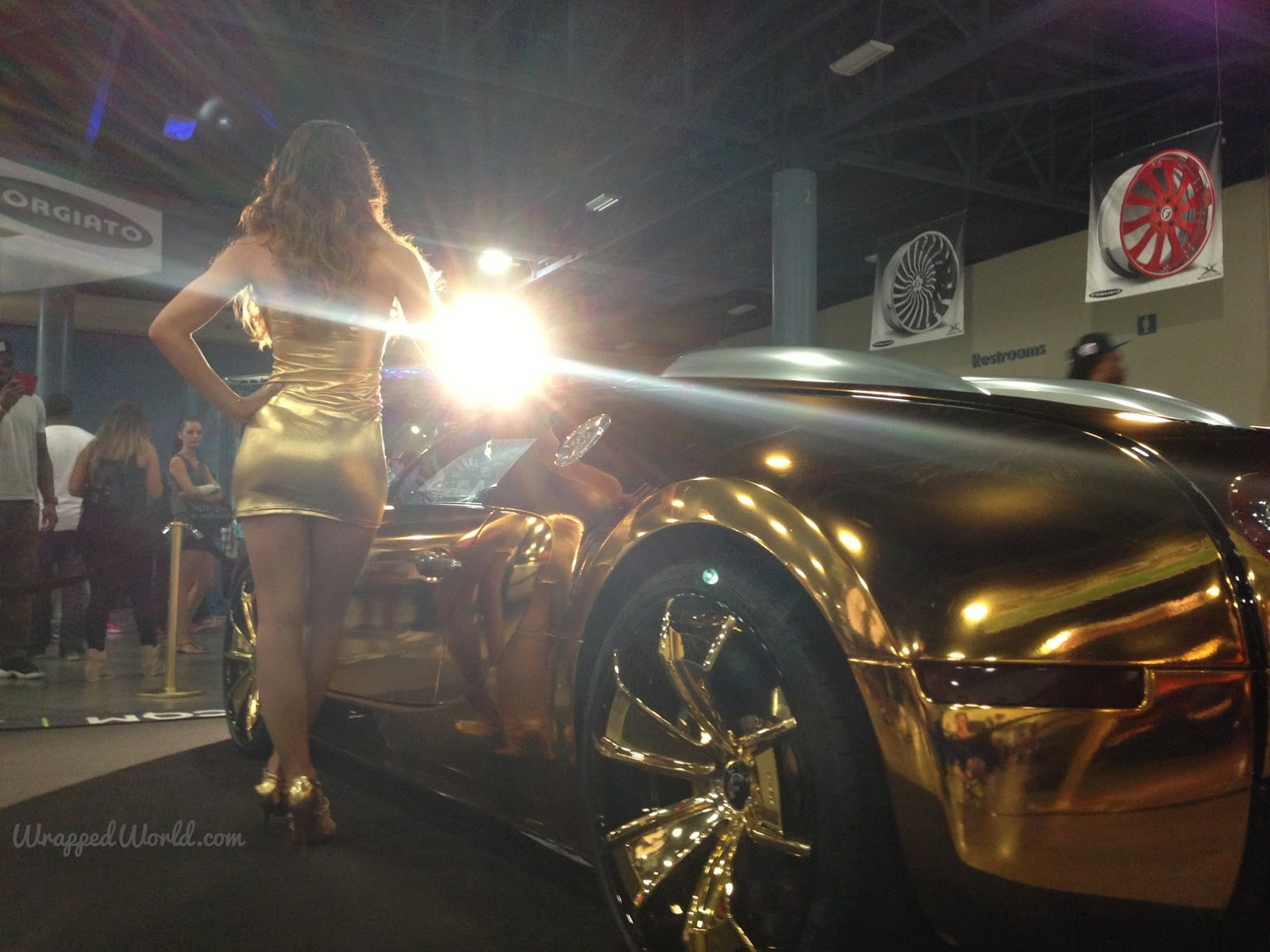 ... Gold-wrapped Bugatti Veyron