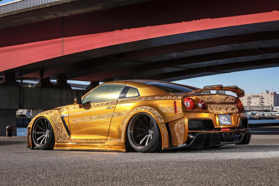 Gold Nissan Gt R With Metal Engraving Has Matching Gold Engine In