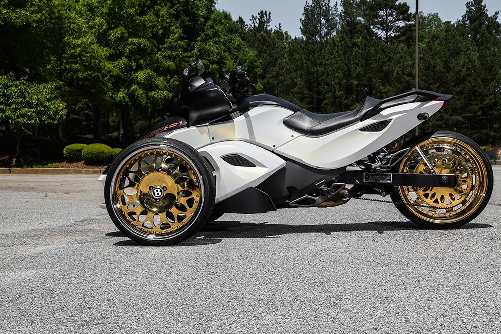 gold plated forgiato wheels on a can am spyder says pretty much everything autoevolution. Black Bedroom Furniture Sets. Home Design Ideas