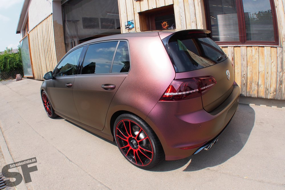 Golf 7 R Wrapped In Sparkling Berry Matte