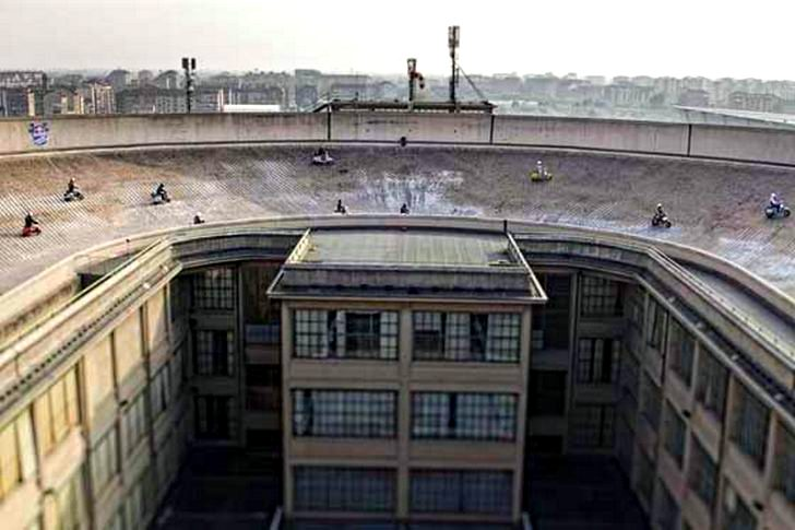 Got The Nerve To Race On Top Of This Building Autoevolution