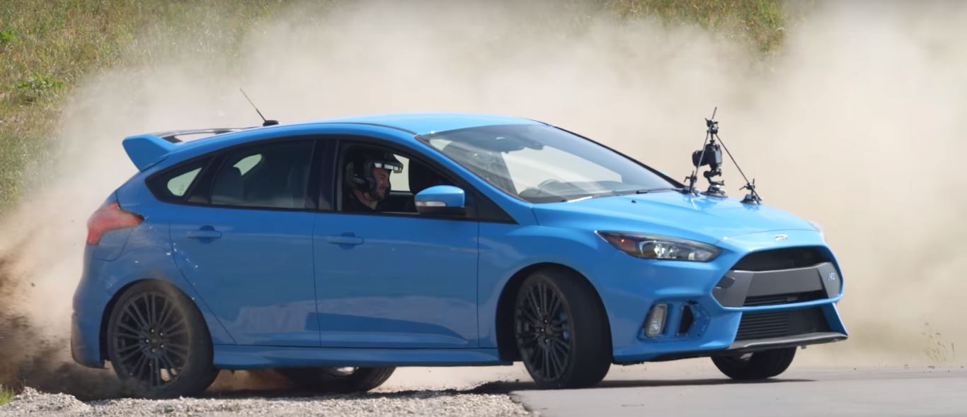 grandparents drifting 2016 ford focus rs are no joke autoevolution. Black Bedroom Furniture Sets. Home Design Ideas