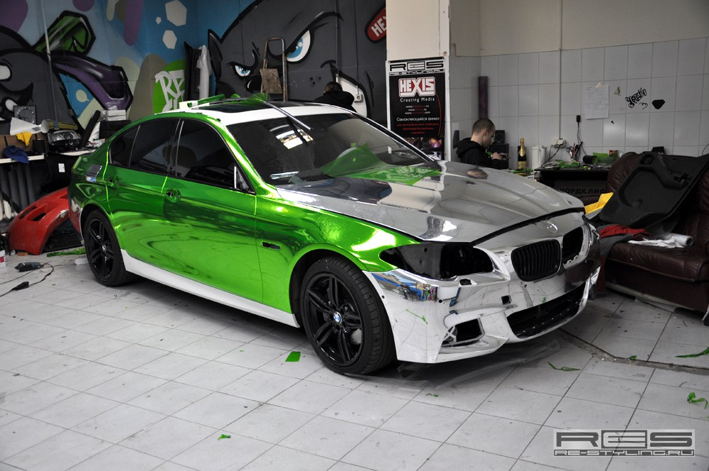 Green Chrome Wrap On Bmw F10 5 Series M Sport Autoevolution