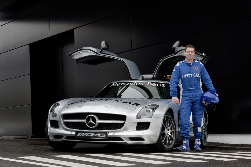 gullwing mercedes benz sls amg becomes new f1 safety car. Black Bedroom Furniture Sets. Home Design Ideas