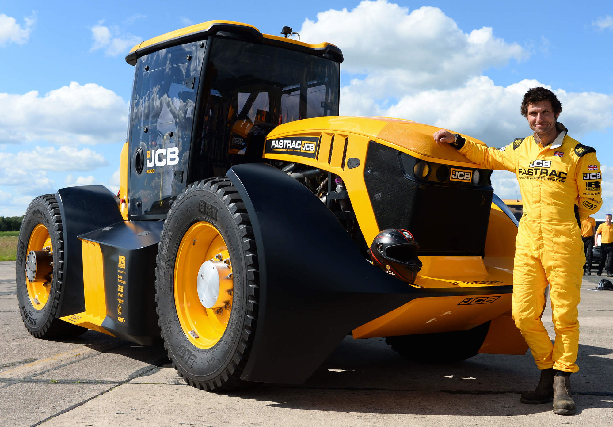 JCB Fastrac Tractor Storms To New British Speed Record
