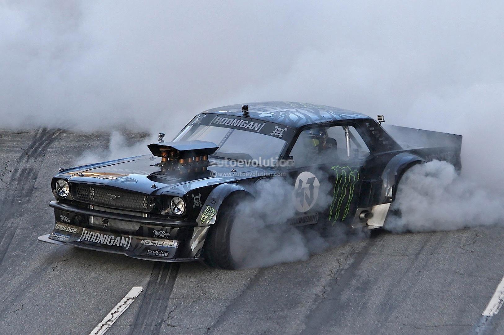 Fast Awd Cars >> Gymkhana 7: Ken Block Drifting AWD Mustang in LA ...