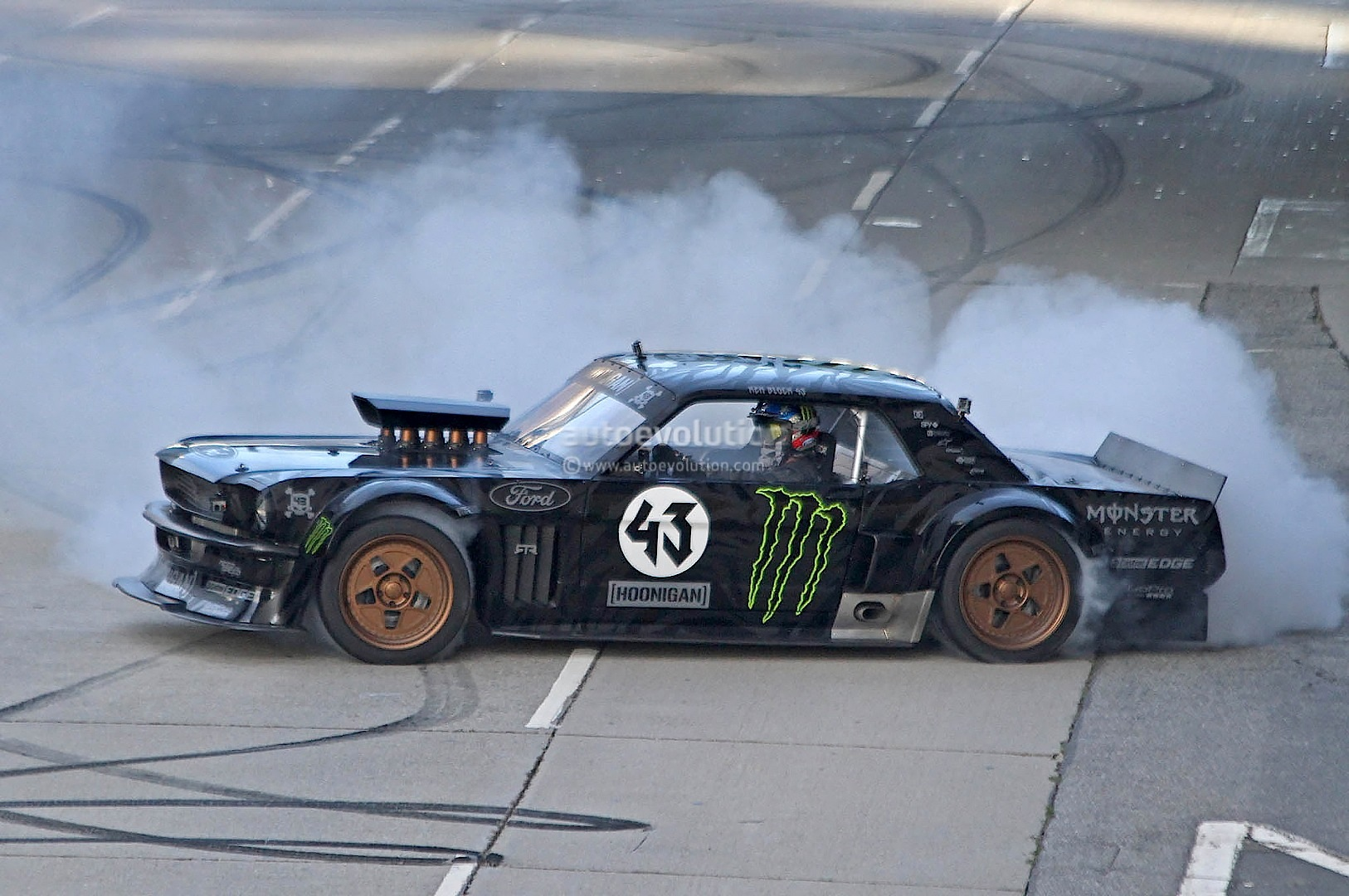 Gymkhana Ken Block Drifting Awd Mustang In La Autoevolution