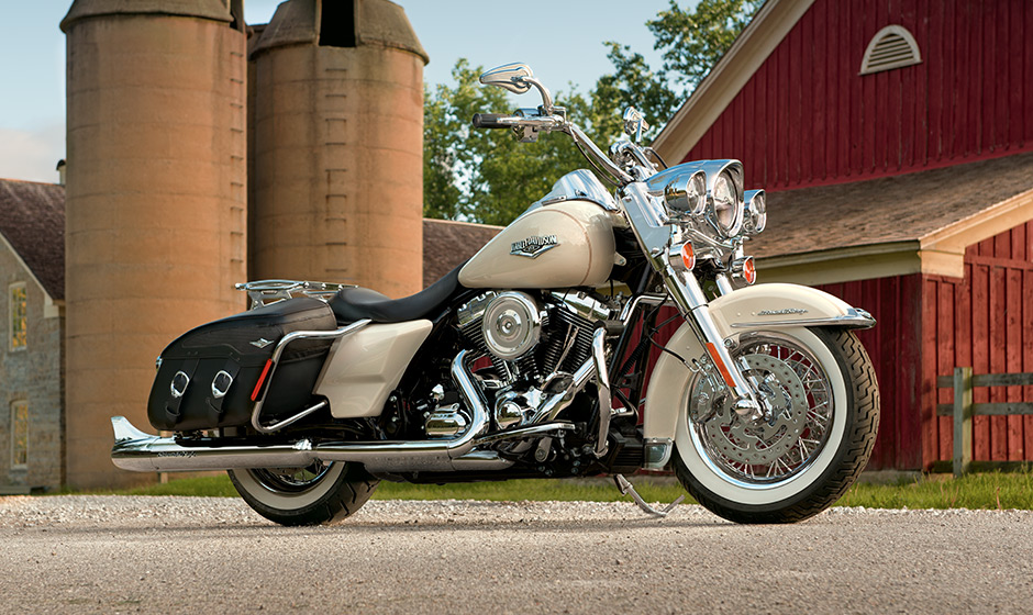 Harley Street 500 >> Harley-Davidson Road King Classic Shows 2014 Upgrades - autoevolution