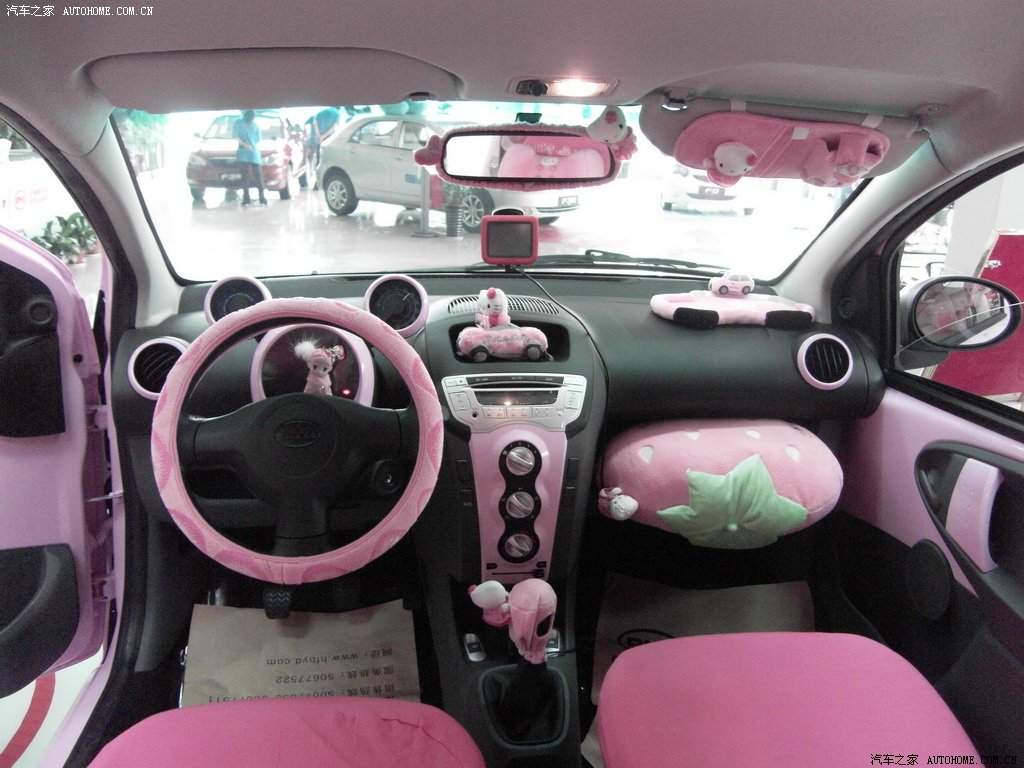 Hello kitty byd f0 pink car hell from china autoevolution for Interieur voiture de luxe