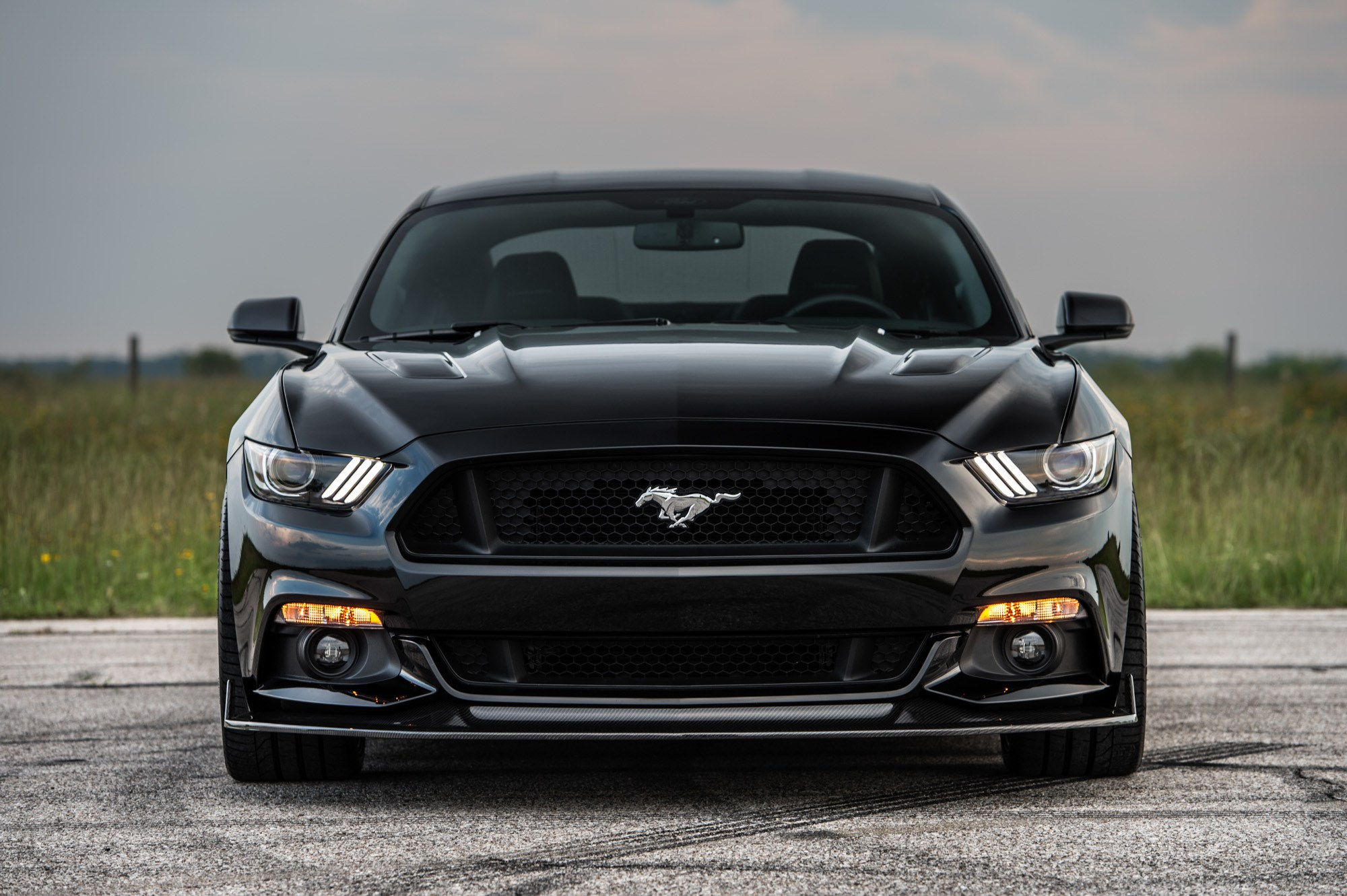 hennessey 25th anniversary edition hpe800 ford mustang is loud and proud autoevolution. Black Bedroom Furniture Sets. Home Design Ideas