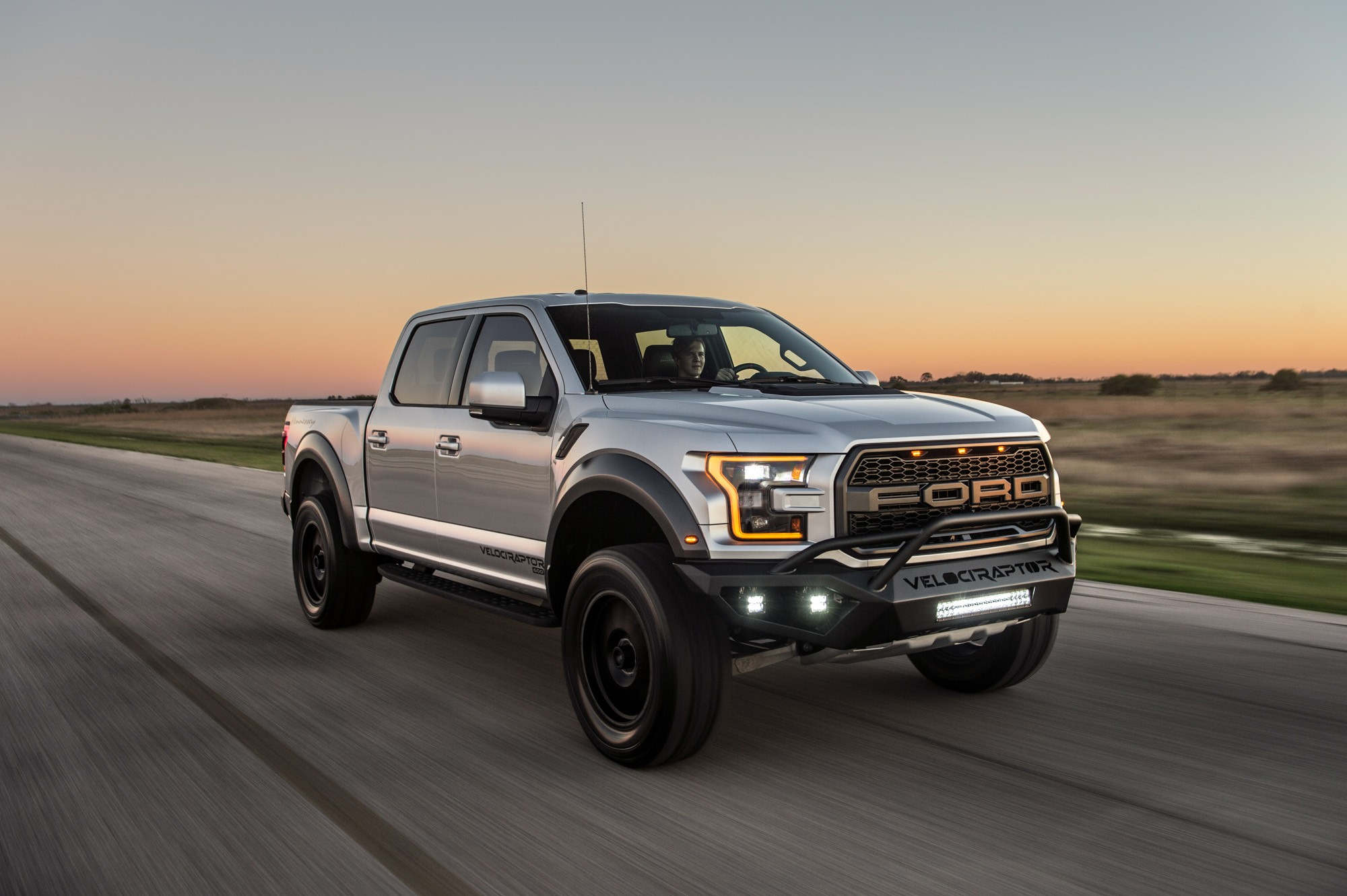 hennessey performance tunes the 2017 ford f 150 raptor to 605 hp autoevolution. Black Bedroom Furniture Sets. Home Design Ideas