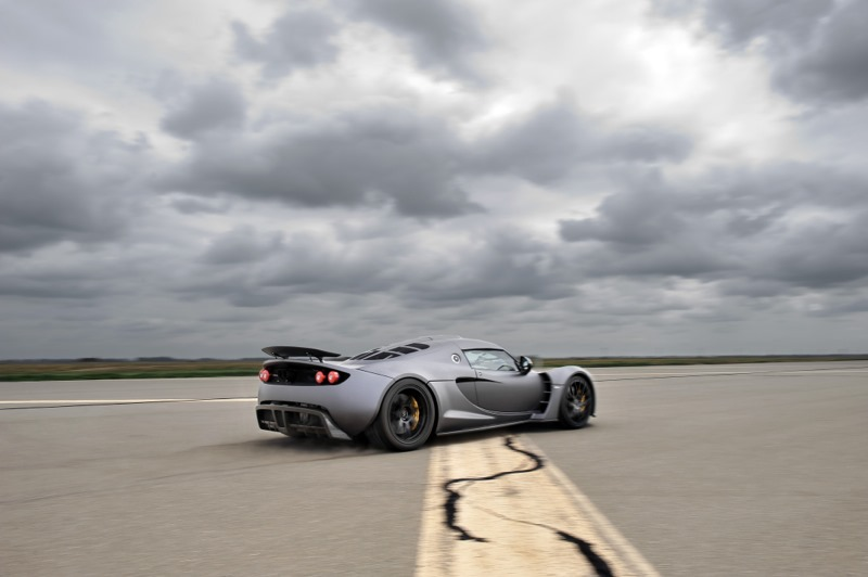 hennessey sets new speed record claims venom gt faster than bugatti veyron. Black Bedroom Furniture Sets. Home Design Ideas