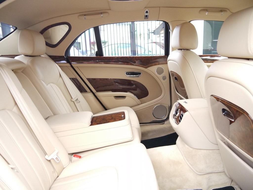 Her Majesty the Queen Used This Bentley Mulsanne, Now It Can Be ...