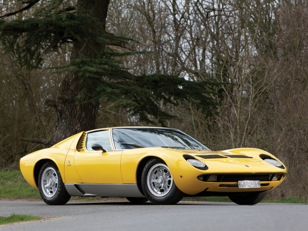 here 39 s a big fat happy birthday to the lamborghini miura autoevolution. Black Bedroom Furniture Sets. Home Design Ideas