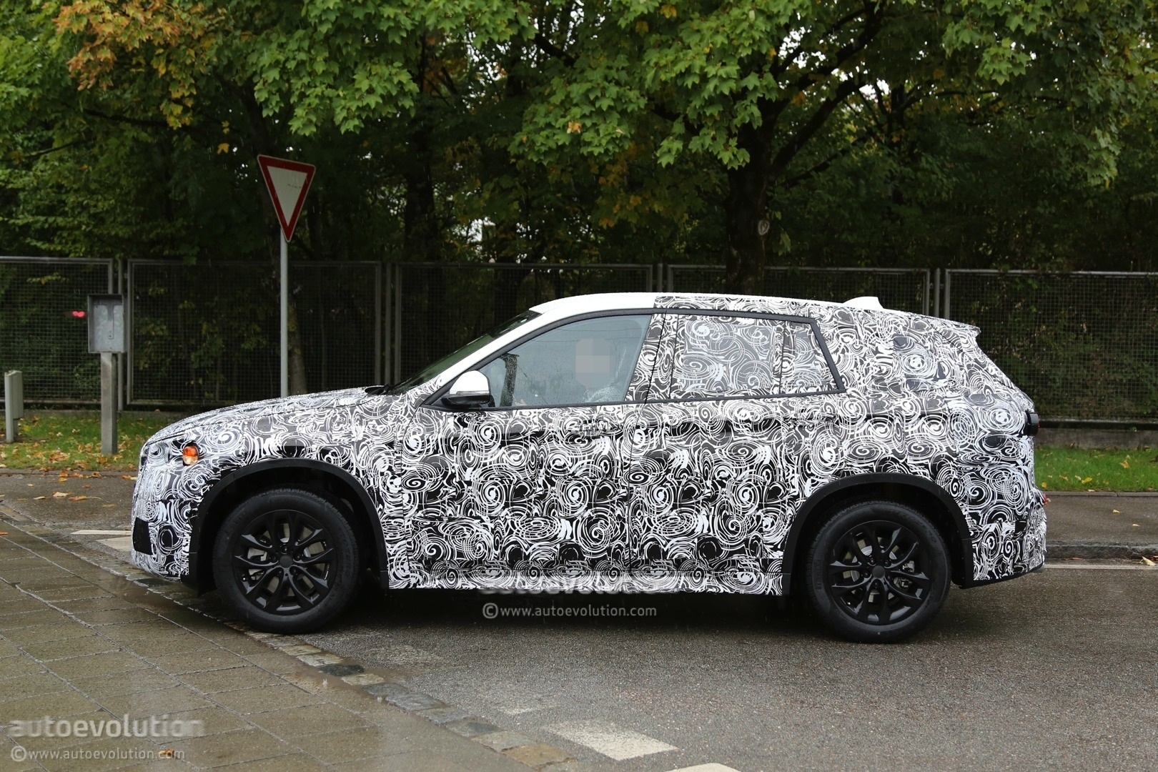 here 39 s proof that the upcoming bmw x1 will be fwd autoevolution. Black Bedroom Furniture Sets. Home Design Ideas