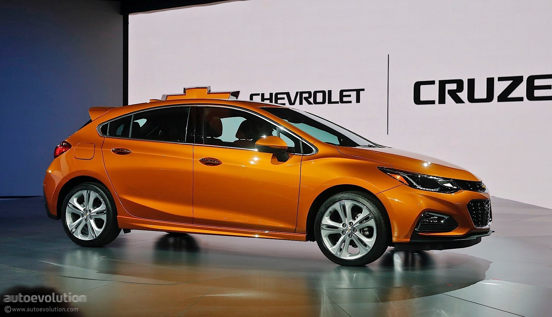 Here's the 2017 Chevrolet Cruze Hatch in Full Color - autoevolution