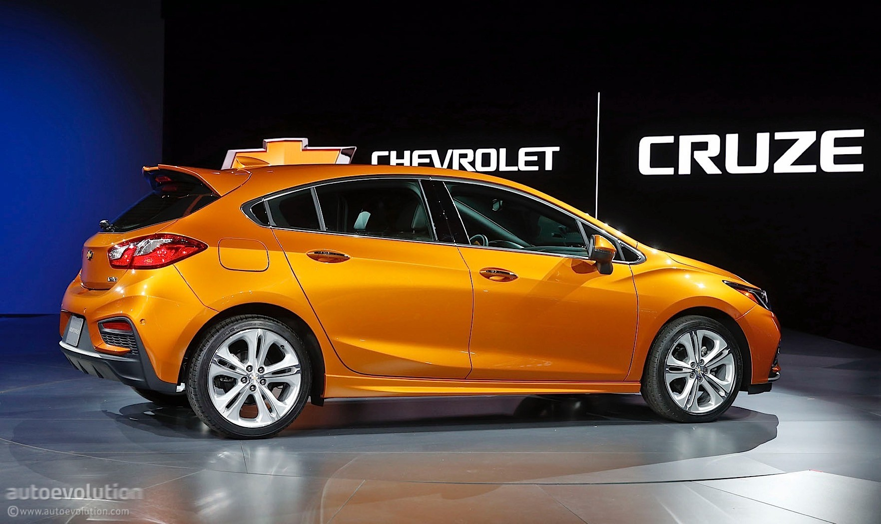 Here S The 2017 Chevrolet Cruze Hatch In Full Color