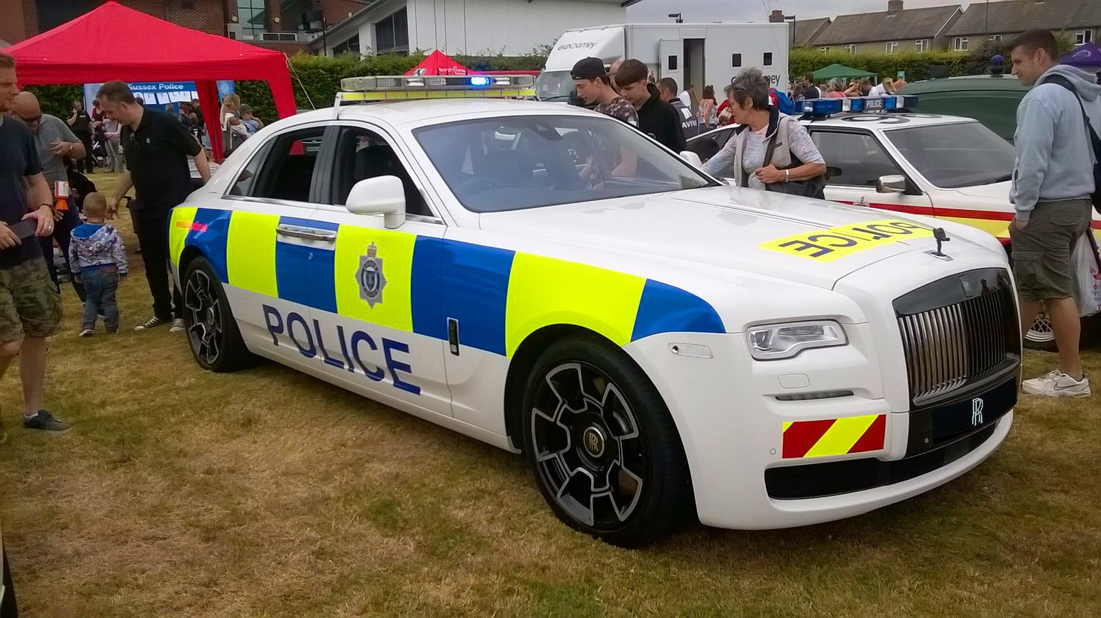Royal South Toyota >> Here's A Rolls-Royce Police Car Based On The Ghost Black Badge - autoevolution