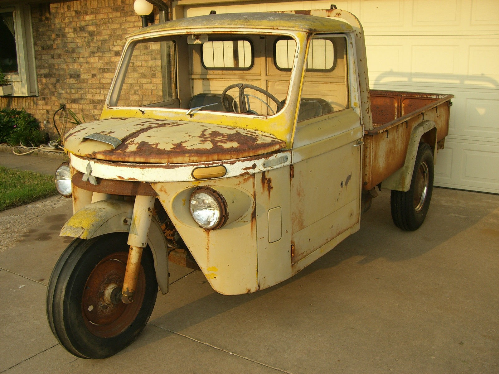 Here S An Old Mitsubishi Three Wheeler To Go With The Trend
