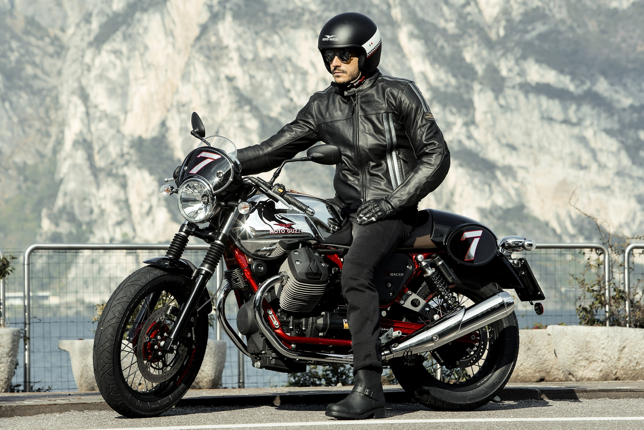 hi res photos of the new moto guzzi v7 bikes released. Black Bedroom Furniture Sets. Home Design Ideas