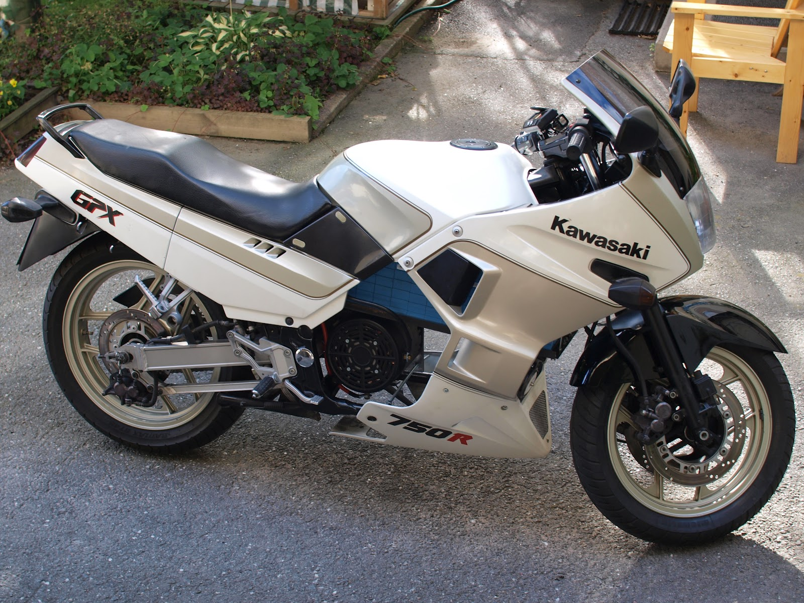 home-made-electric-kawasaki-gpx-750r-motorcycle-photo-galleryvideo_1.jpg