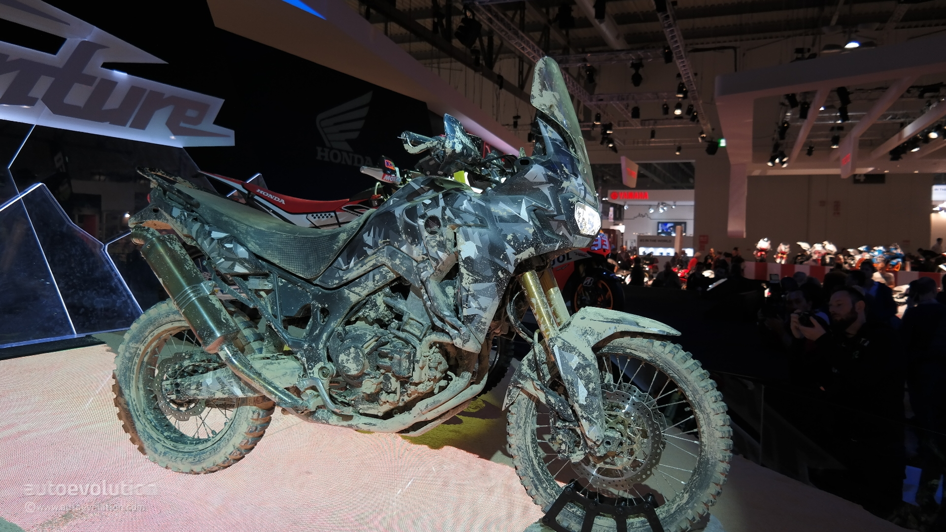 Honda Africa Twin Final Concept Revealed at EICMA 2014 [Live Photos] - autoevolution