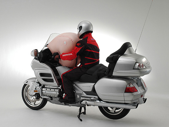 honda gold wing motorcycle airbag system explained autoevolution. Black Bedroom Furniture Sets. Home Design Ideas