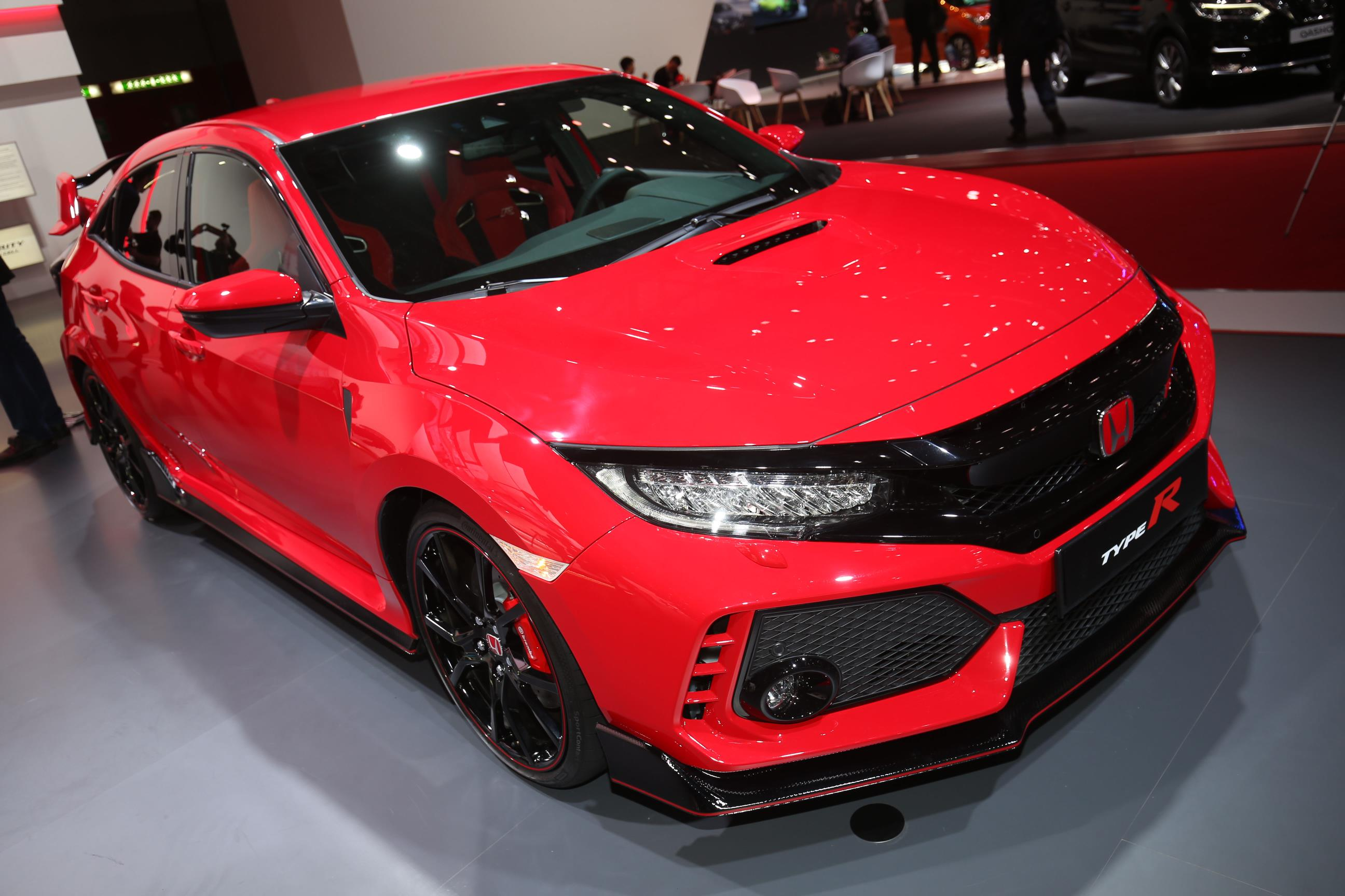 honda shows off 2018 civic type r in promo video exhaust note included autoevolution. Black Bedroom Furniture Sets. Home Design Ideas