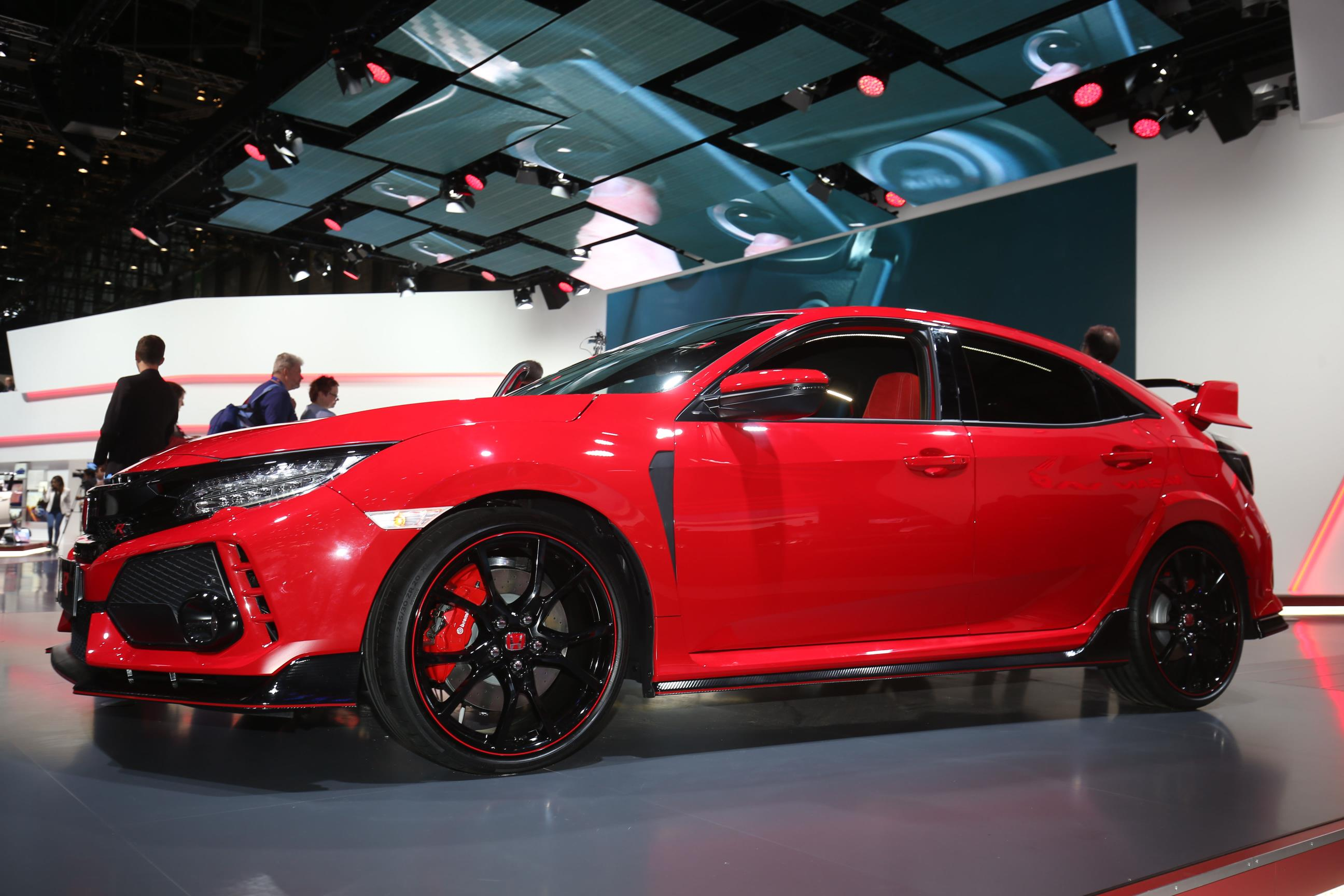 honda shows off 2018 civic type r in promo video exhaust. Black Bedroom Furniture Sets. Home Design Ideas
