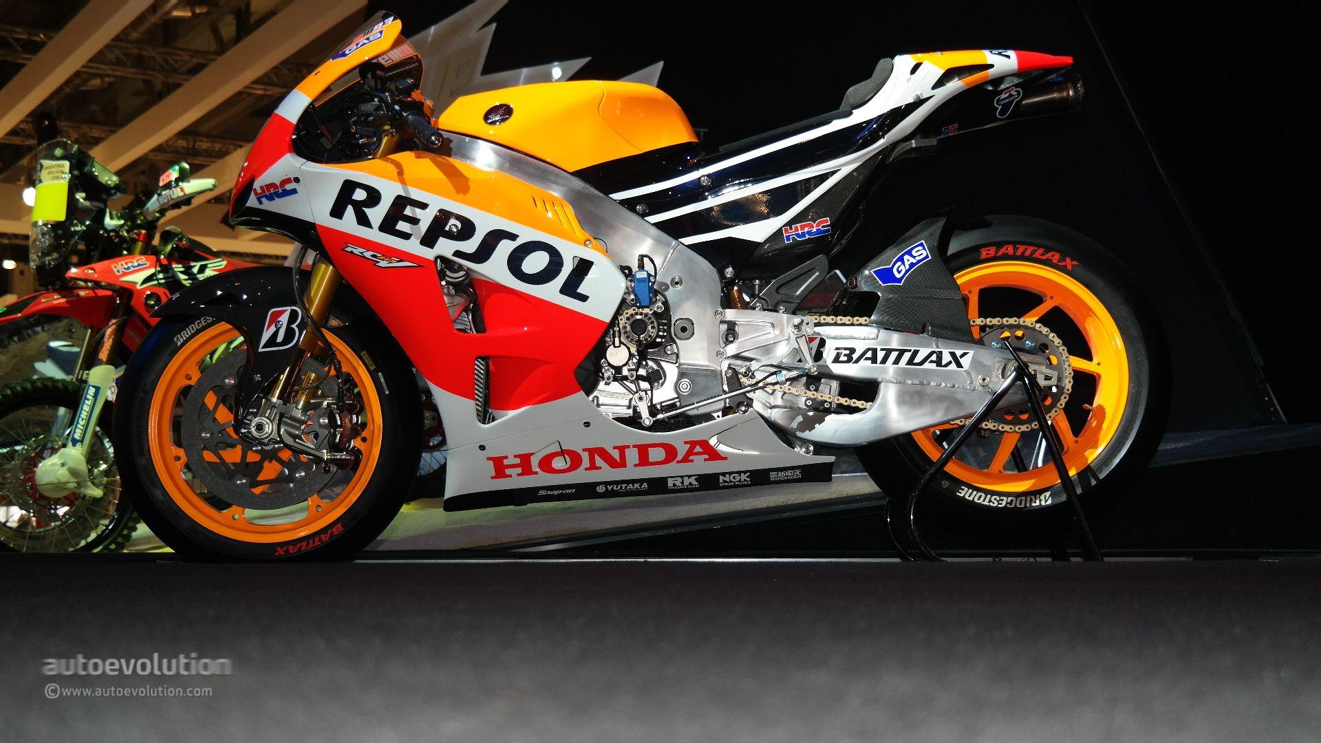 Honda Unveils RC213V-S Road-Legal Hyperbike Prototype at EICMA 2014
