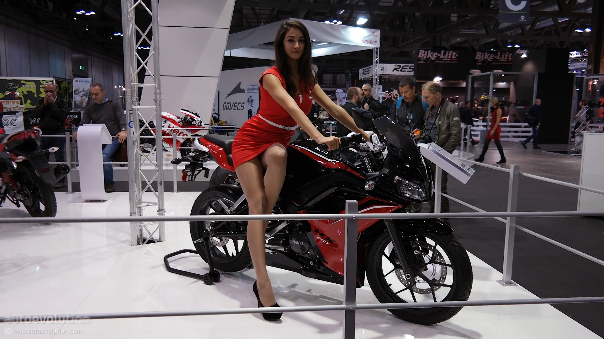 Hot Girls of the 2014 EICMA Milan Bike Show [Live Photos ...