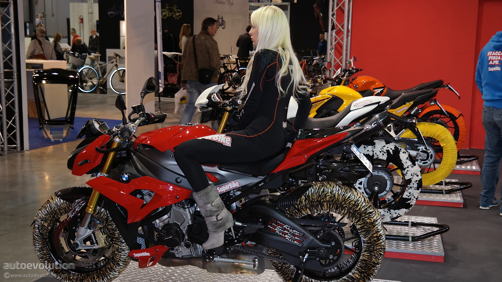 Hot girls of the 2014 eicma milan bike show live photos for Jimmy michel motors inc