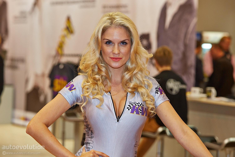 Hot Girls at Essen Motor Show 2013 [Live Photos