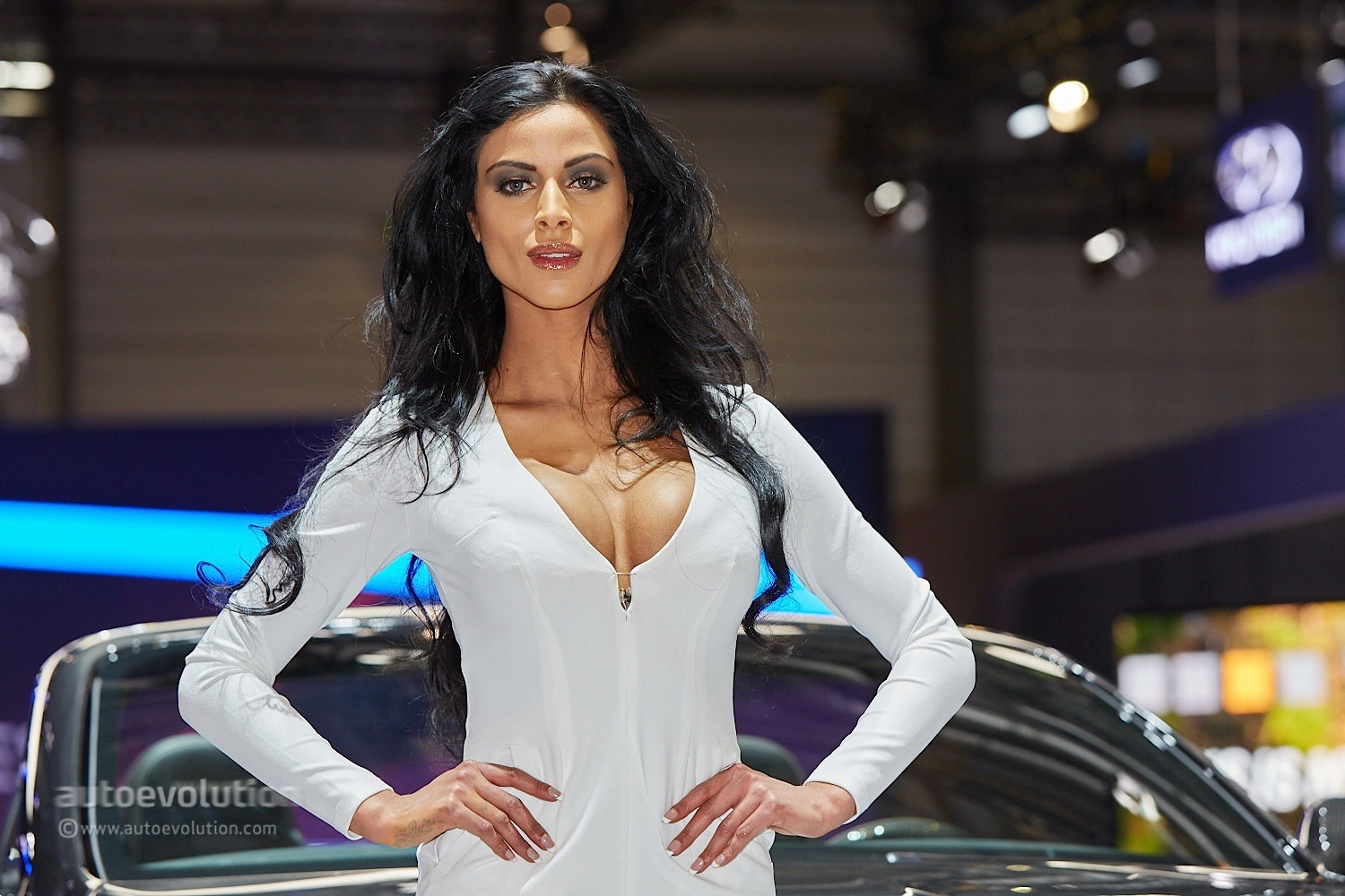 Hot girls at the geneva motor show 2015 autoevolution for Living with models
