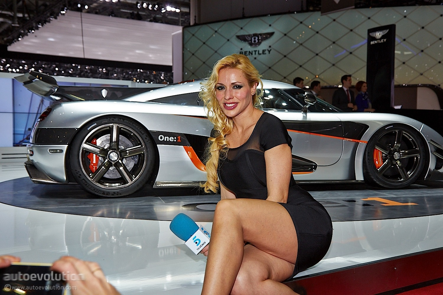 Hot girls of geneva 2014 live photos autoevolution